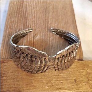 Jewelry - LAST 1 • BEAUTIFUL SILVER 💙ANGEL WINGS BRACELET